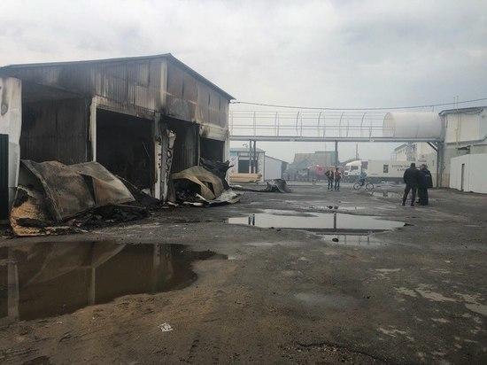 Липецкие пожарные всю ночь боролись с огнем на «МПК Чернышевой»