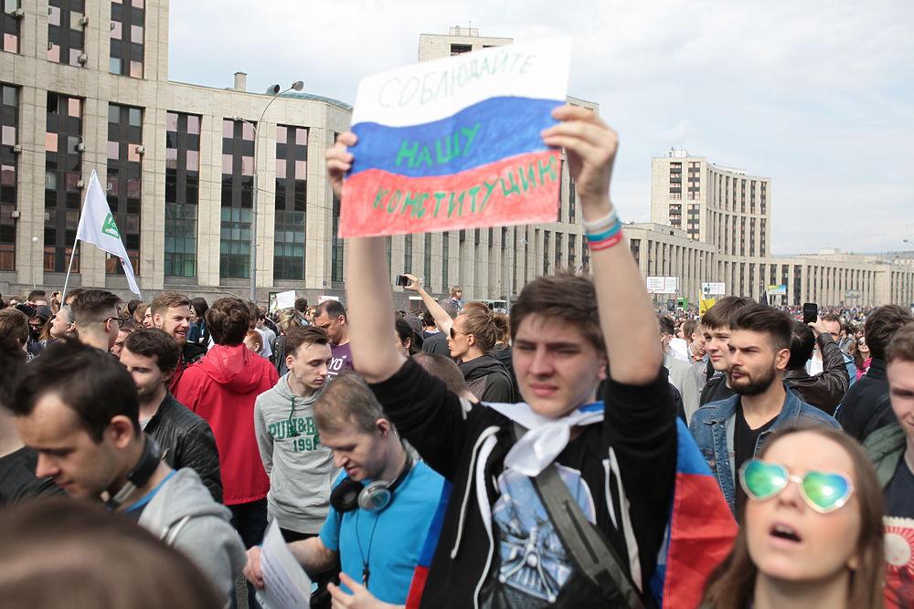 Молодежь и самолетики: в Москве митинговали против блокировки Telegram