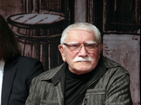 Армен Джигарханян вернулся домой: не перестает шутить