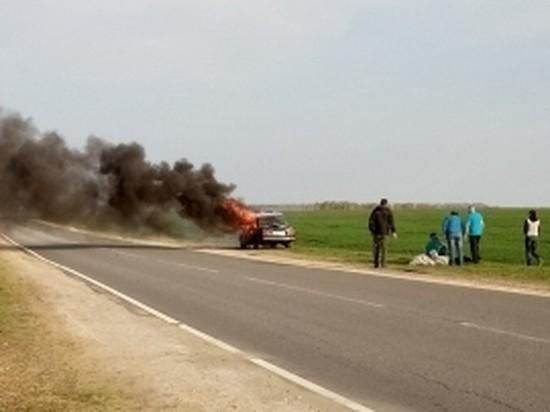 Под Орлом на трассе загорелось авто