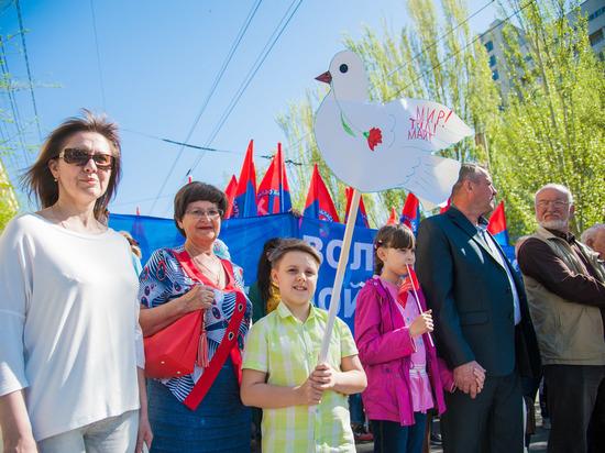 Участники первомайского шествия провели митинг в центре Волгограда