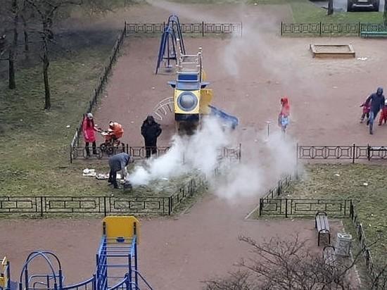 Жители Невского района жарили шашлыки на детской площадке