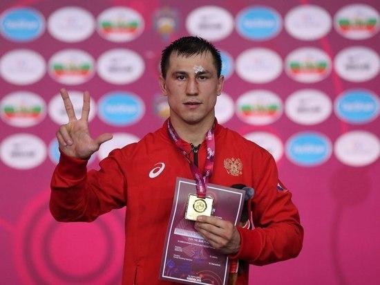 Борец Власов принес России первое «золото» ЧЕ-2018: как это было