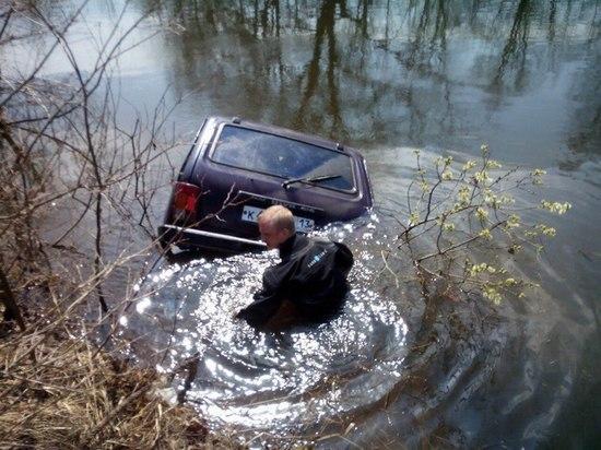 Житель Мордовии утонул вместе с внедорожником