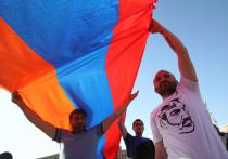 Армения уходит из сферы влияния России? Едва ли.