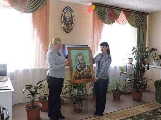 Молодые сотрудники УФСИН по Мордовии подарили икону дому-интернату для престарелых