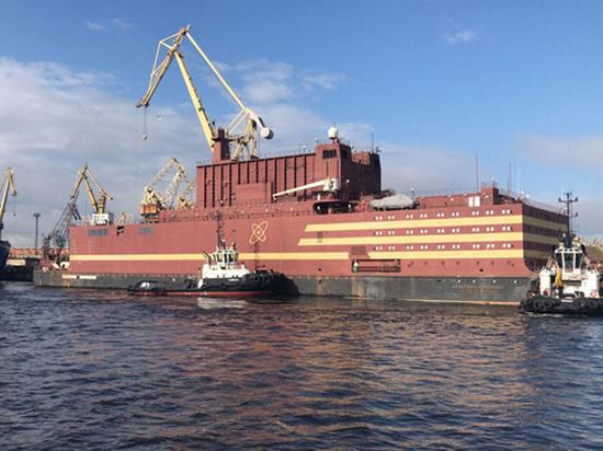 Первую плавучую АЭС отправили в Мурманск