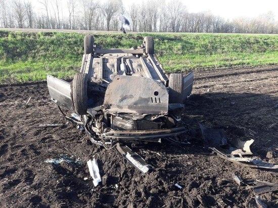 В Тамбовской области иномарка перевернулась в кювет: пострадали трое