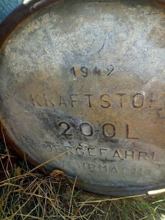 Фото дня: Житель Бурятии нашел на даче немецкую бочку времен Великой Отечественной войны