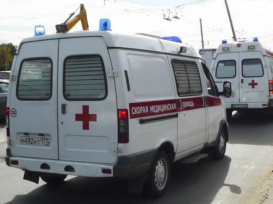 Получившая несколько ножевых ранений красноярка избила помогавшего ей фельдшера