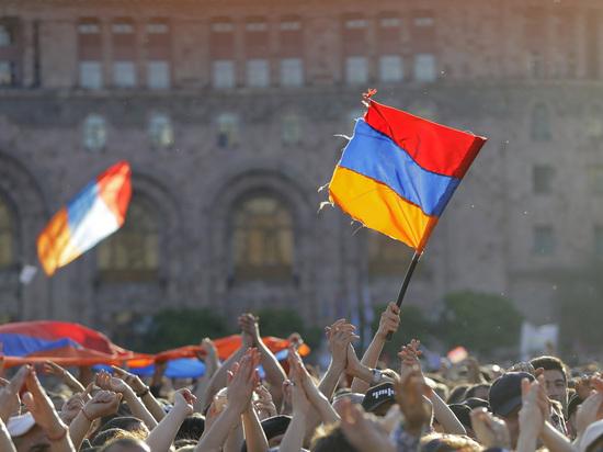 Возможные сценарии военного конфликта между Арменией и Азербайджаном нарисовал эксперт