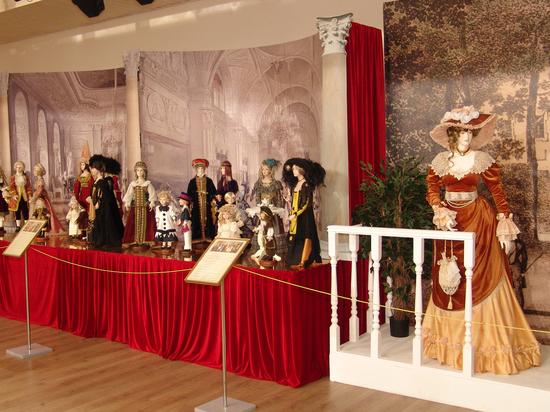 Легендарная Венера Пустомельская открыла кукольный бал