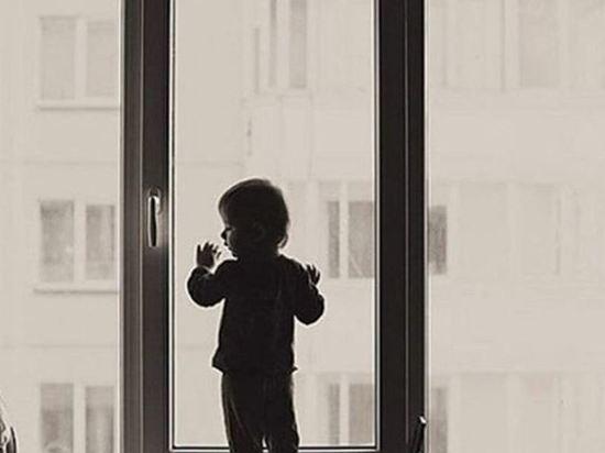 В Саранске из окна многоэтажки выпала четырехлетняя девочка