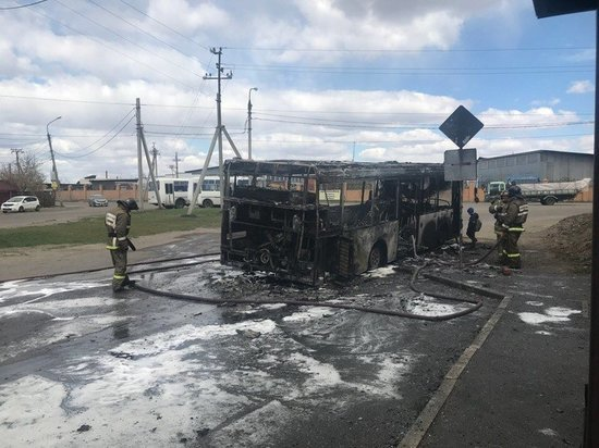 В Иркутске-2 загорелся автобус с пассажирами