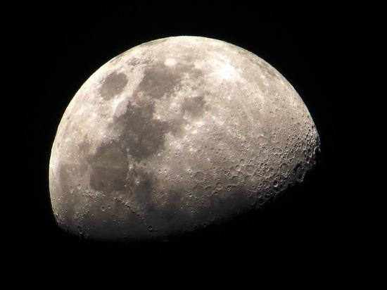 СМИ: через шесть лет на Луну отправится россиянин