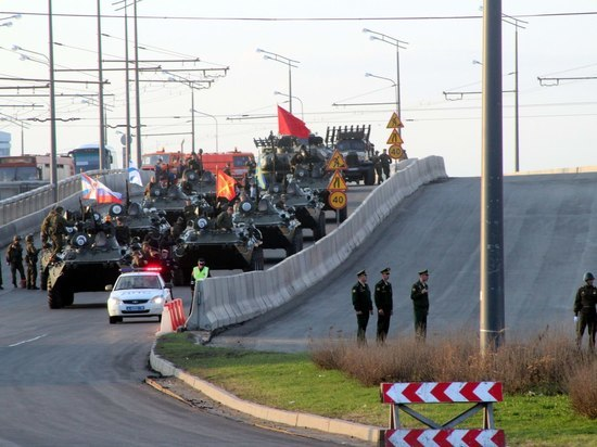 Танки «обновили» Ленинскую дамбу