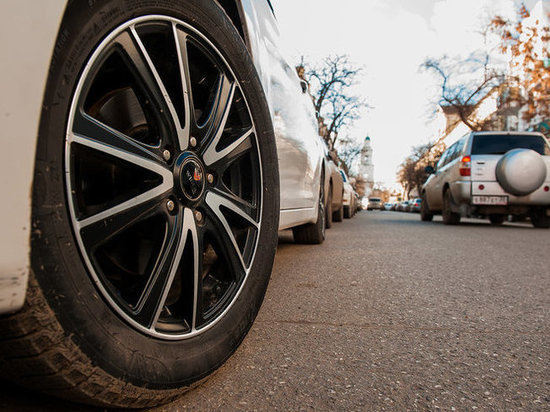 Под Астраханью опрокинулась машина: водитель погиб, пассажир в коме