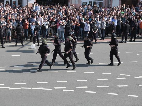 Задержанного Навального обвинили в неповиновении полиции