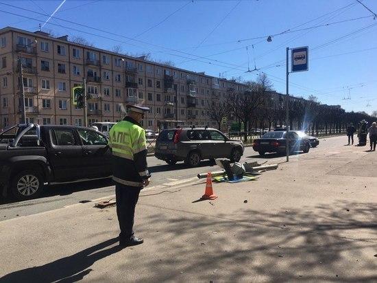 Иномарка сбила школьника на Новочеркасском проспекте