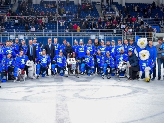 Хоккейную «Ладу» обновляют сверху