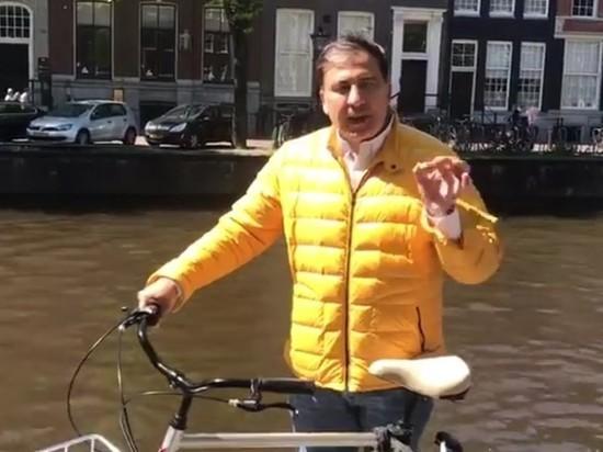 Саакашвили на видео с велосипедом пообещал покончить с феодалами Грузии