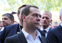 Коммунисты и «Справедливая Россия» выступили против Медведева