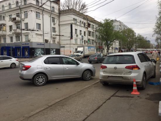 В Самаре иномарка сбила на тротуаре двоих пешеходов