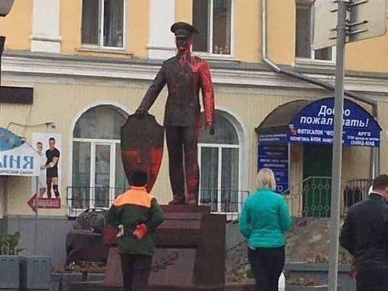 В Ульяновске наказали родителей школьников, обливших краской скульптуру полицейского