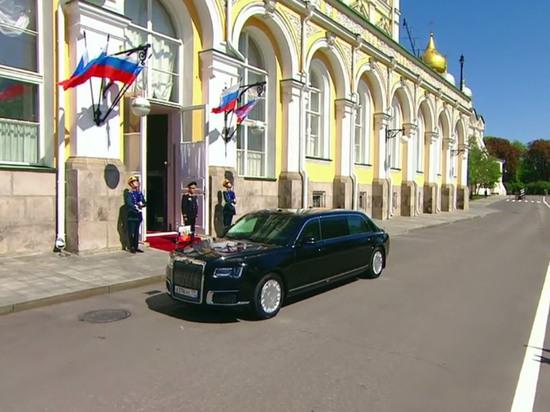 Путин сел в отечественный автомобиль