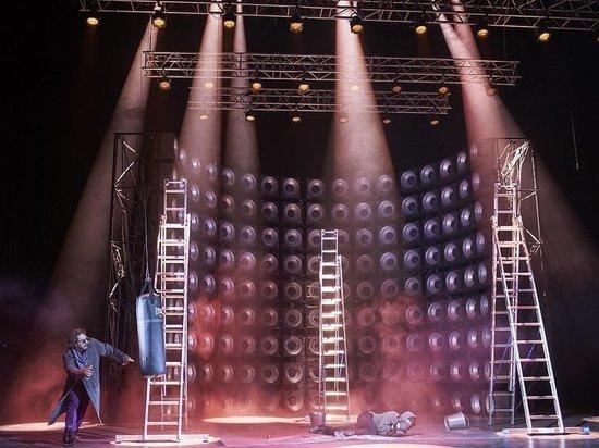 В Театре Маяковского поставили селебрити-драму