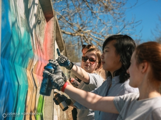Не сотрешь: школьники украсили Петрозаводск граффити к 9 мая