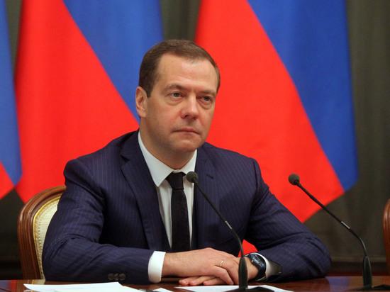 Путин предложил назначить новым премьером Медведева