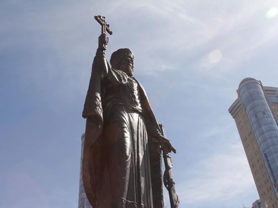 В Самаре открыли памятник князю Владимиру