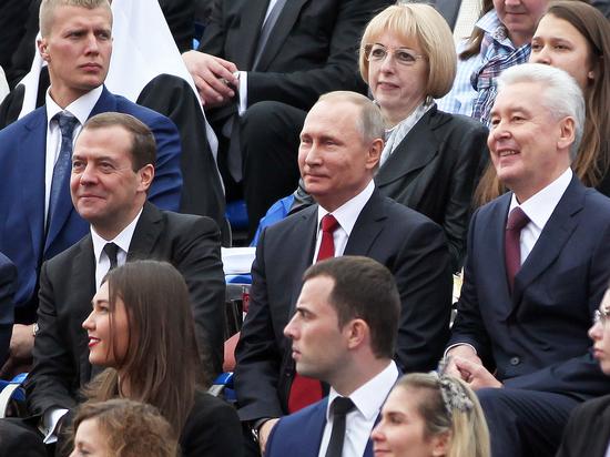 «Работал достойно»: президент поблагодарил правительство, особо отметив заслуги Медведева