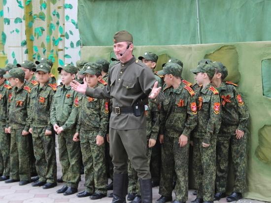 Артисты Дагестанского театра кукол поздравили ветеранов Махачкалы с Днем Победы