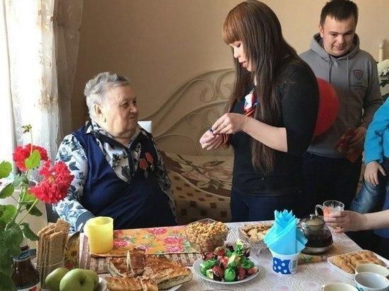 Добровольцы Югры поздравляют ветеранов с Днем Победы