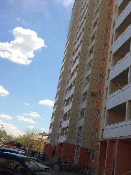 В Оренбурге на Карагандинской горит квартира