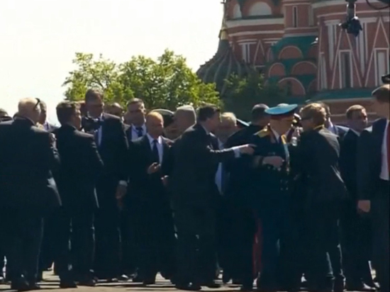 Охрана оттолкнула ветерана ВОВ от Путина: реакция президента