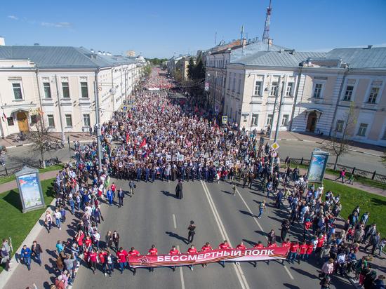 Более 33 тысяч тверитян приняли участие в шествии Бессмертного полка