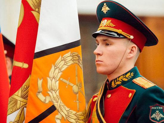 Житель Нижнекамска пронес Знамя Победы по Красной площади в Москве