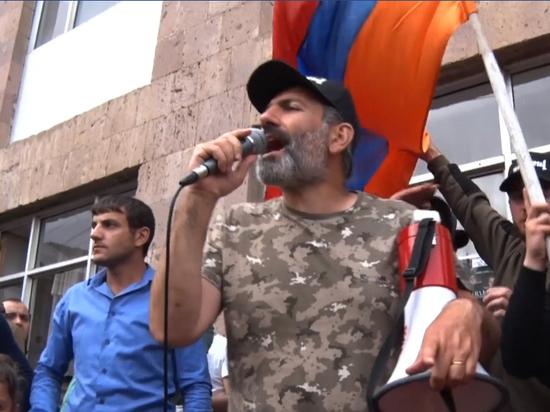 Пашинян будет менять всех: эксперт прокомментировал демарш министра обороны Армении
