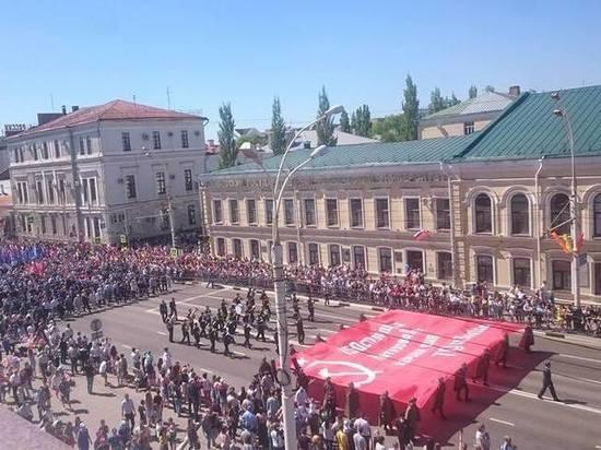 По центральным улицам Тамбова пронесли знамя Победы