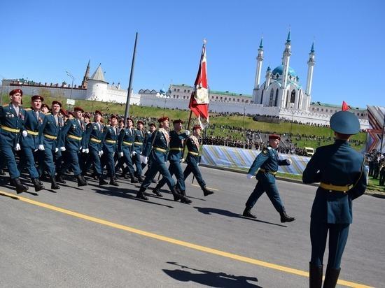 Росгвардейцы Татарстана прошли парадным маршем под стенами Казанского кремля