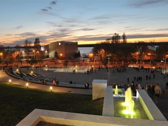 В Самаре на площади Славы включили новые фонтаны