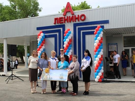 В крымском поселке вместо «ларька» открыли новенькую автостанцию