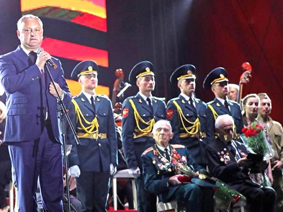 Около 40 тысяч человек стали зрителями грандиозного концерта ко Дню Победы
