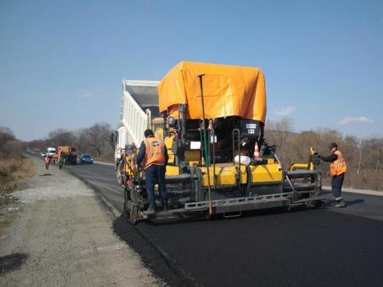 Обильные осадки и скопление воды после зимы портят российские дороги