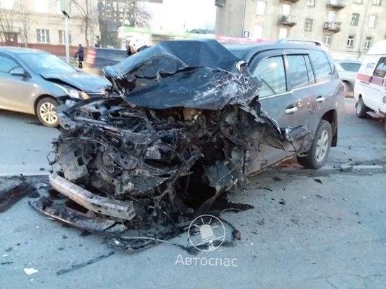 Семилетний ребенок пострадал в массовой автоаварии с участием 6 машин