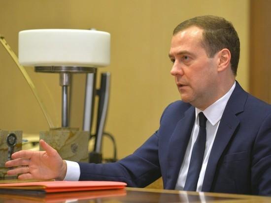Эксперты: Медведев набрал в кабмин команду камикадзе
