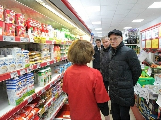 В миякинских торговых сетях Рустэм Хамитов не нашел башкирской продукции